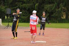 Janne Polvi-Lohikoski (lyömässä) oli hurjassa vireessä!